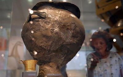 Ο «κρατήρας της μάχης» εκτίθεται στο Εθνικό Αρχαιολογικό Μουσείο