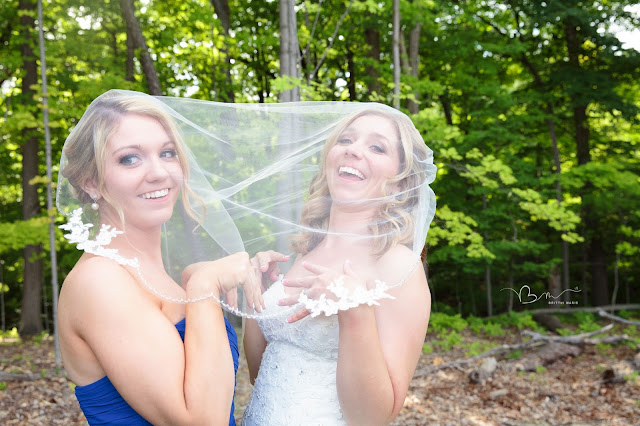 bride and sister at Noah's Event Venue in Auburn Hills Michigan