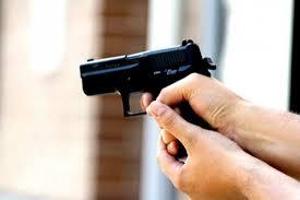Курянин пострадал от самодельного пистолета