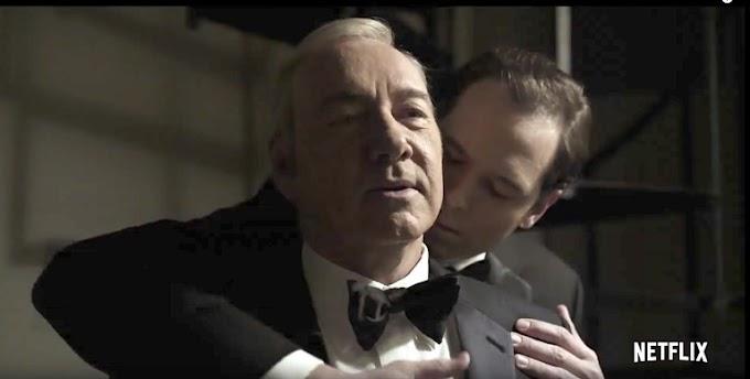 """Novo trailer de """"House Of Cards"""" mostra relação gay de Frank Underwood"""