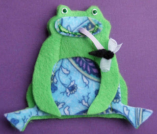Crack of dawn crafts frog felt finger puppets for Frog finger puppet template
