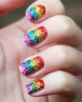 uñas escarchadas arcoiris