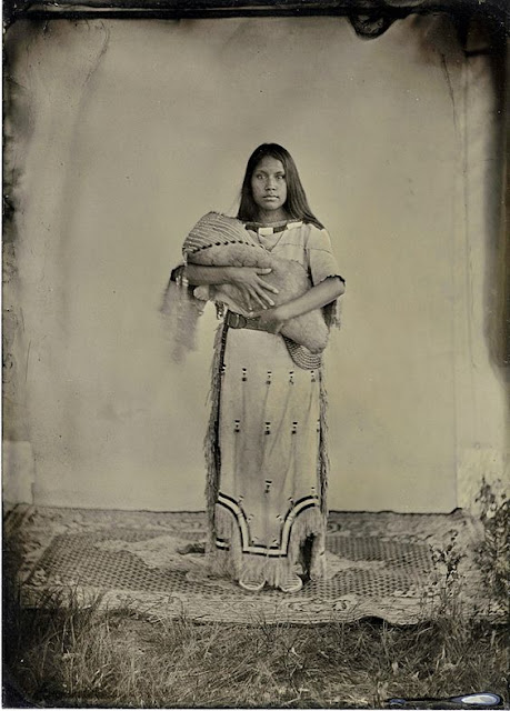 blackfoot indians indian woman native american blackfeet history americans cherokee tribe tribes children child siksika mother photographs mothers curtis edward