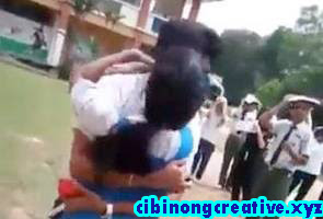 Kementerian Pendidikan akan siasat video pelajar berpeluk, bercium || The Ministry of Education will investigate video of students hugging, kissing