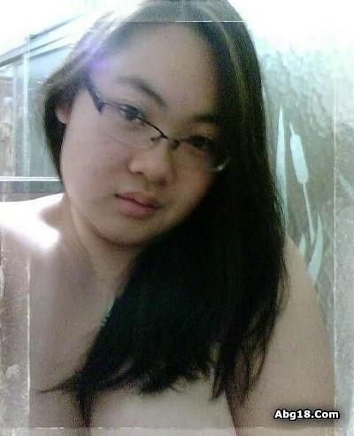 Foto Selfie Narsis Cewek Cantik Pakai Kacamata
