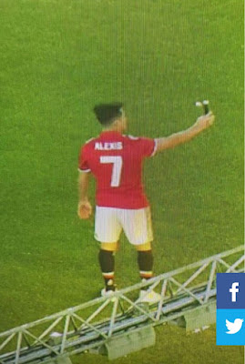 Photos: Alexis Sanchez taking selfies in his new Manchester united no 7 shirt