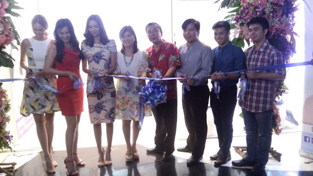 Ribbon Cutting with the good family behind the SkinStation brand, the Reyes's.