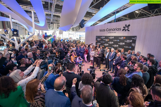 El presidente de Canarias anuncia en Fitur las buenas perspectivas del turismo, con 9,4 millones de plazas aéreas ya programadas para el verano
