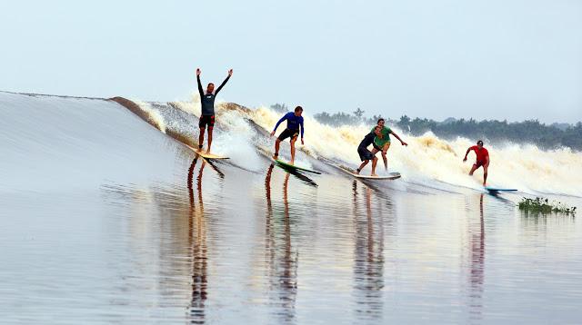 Surfing di Sungai Gelombang Kampar