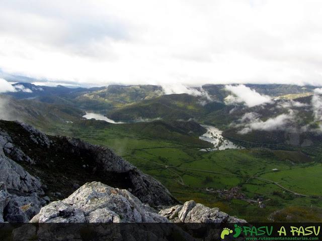 Desde el Alto de la Sierra, el embalse de Barrios de Luna