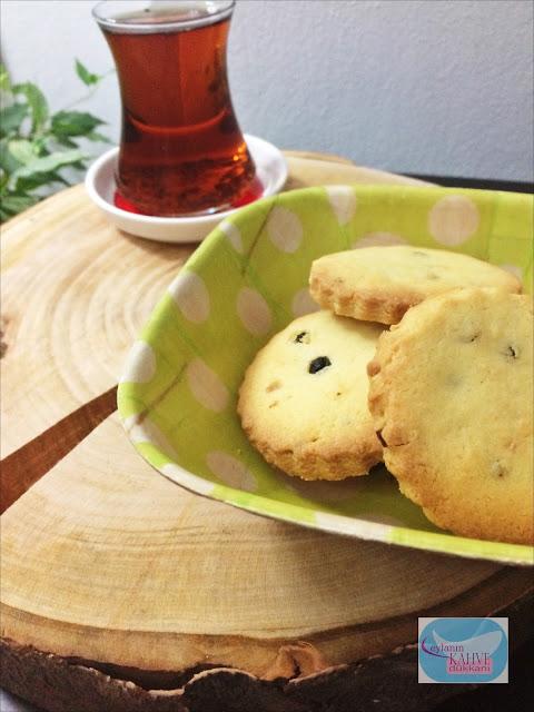 Bademli ve Kuş Üzümlü Kurabiye , bademli kurabiye tarifi, kuş üzümlü kurabiye tarifi , portakal aromalı kurabiye