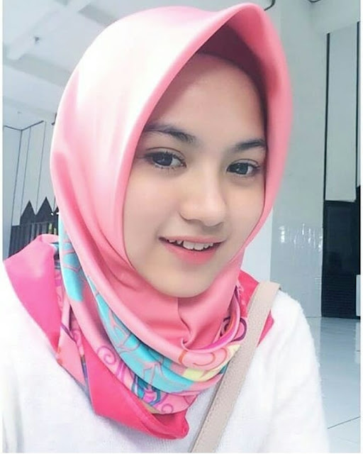 The Smile of The Hijab Girl