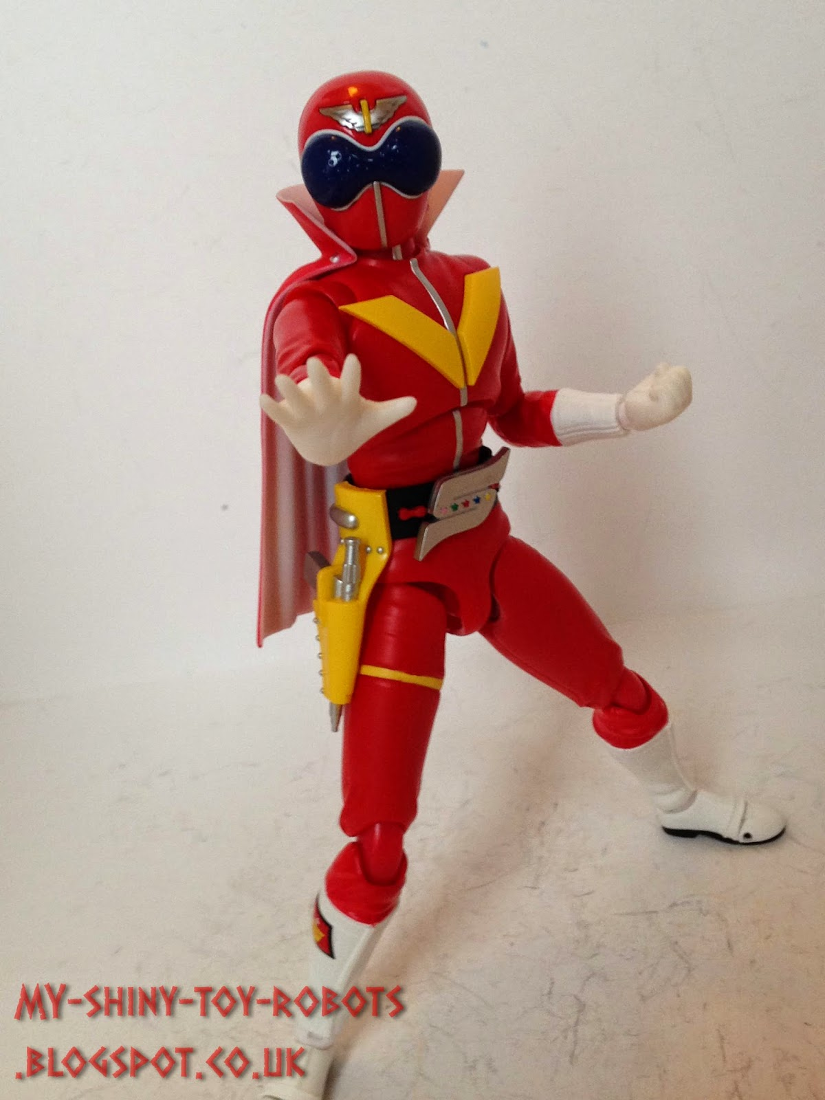 Akaranger assumes the pose