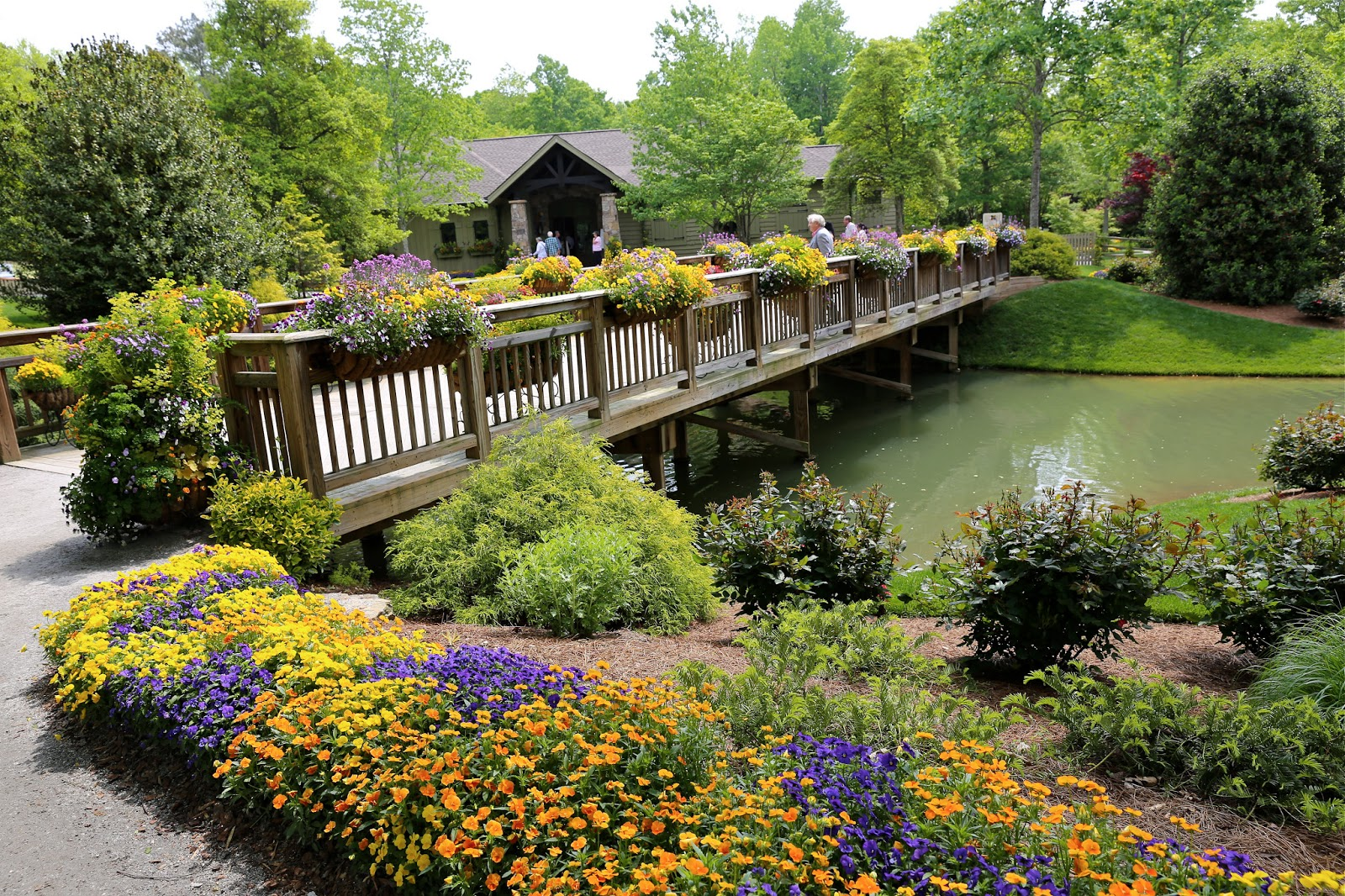 Georgia Garden: Sweet Southern Days: A Tour Of Gibbs Gardens