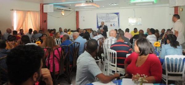 Más 150 comunicadores asisten a taller sobre periodismo en SFM
