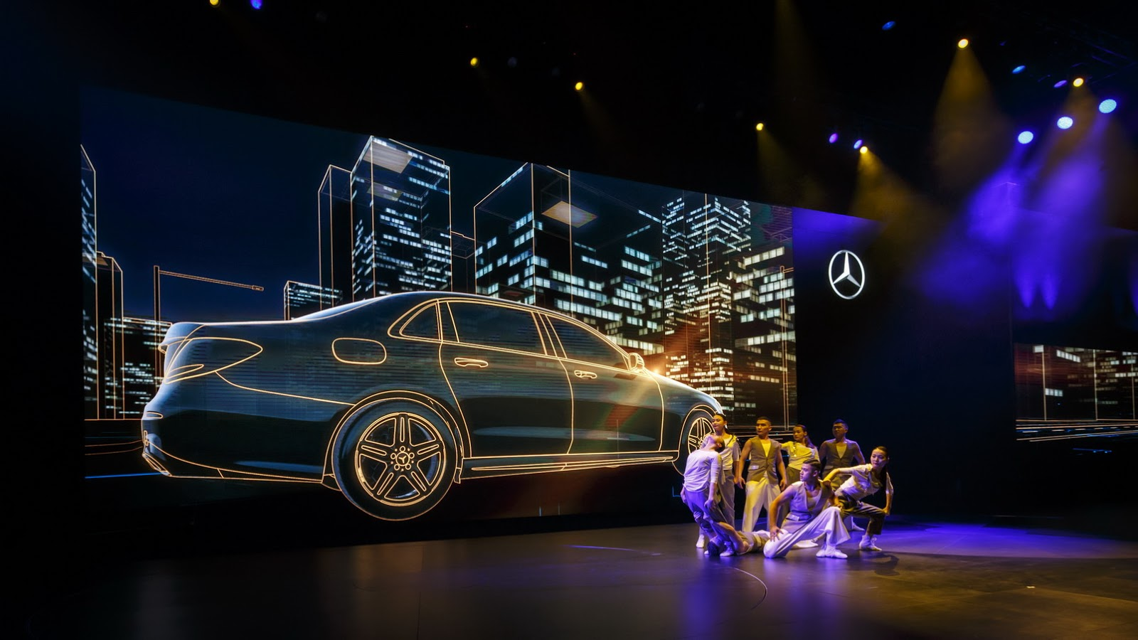 China 39 s new mercedes benz e class lwb looks like a mini for Mercedes benz events