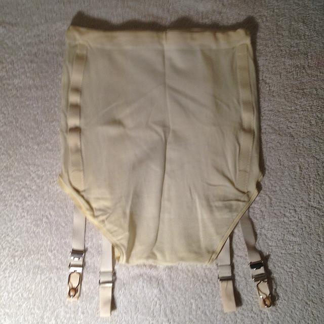 Magasítótt derekú elasztikus karcsúsító nadrág harisnyatartóval