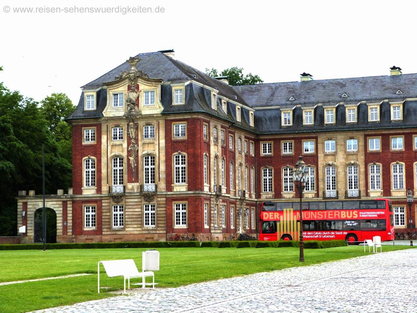 Stadtrundfahrt in Münster mit dem Münsterbus am Schloss