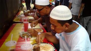 kebiasaan orang indonesia menurut orang asing unik