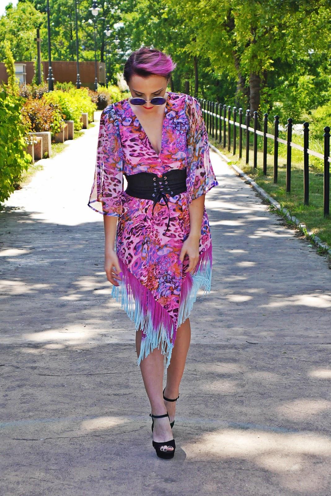 pink_kimonos_corset_belt_black_block_heels_karyn_blog_modowy_150617c