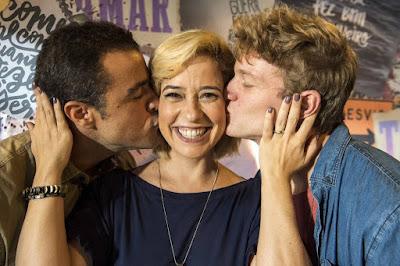 Paloma Duarte posa ao lado de Joaquim Lopes e Pedro Novaes. O trio interpretará Lígia, Joaquim e Filipe em 'Malhação - Toda Forma de Amar'
