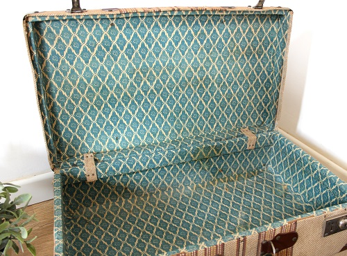 Comprar maleta antigua online abierta