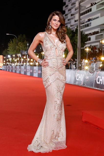 Tonka Tomicic es elegida año tras año como la mejor vestida de la Gala de Viña y si bien se veía estupenda en un Roberto Cavalli más champaña que dorado,