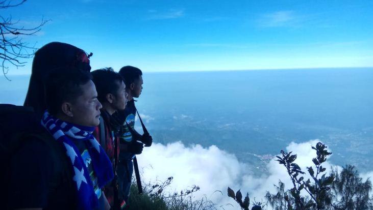 Persib Mantap di Puncak Klasemen, Bobotoh Ramai-Ramai Berkicau 'Puncak Tiris'
