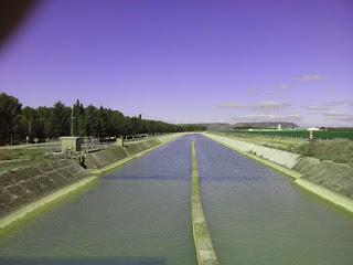 Canal de Monegros dividido