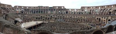 Una panorámica del Coliseo Romano por dentro