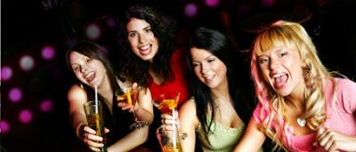 9. يستخدمن الرجال للحصول على مشروبات وخدمات مجانية