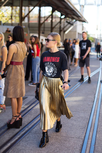 metallic pleated skirt graphic tee