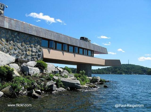 Casa Massaro al borde de un lago en Estados Unidos