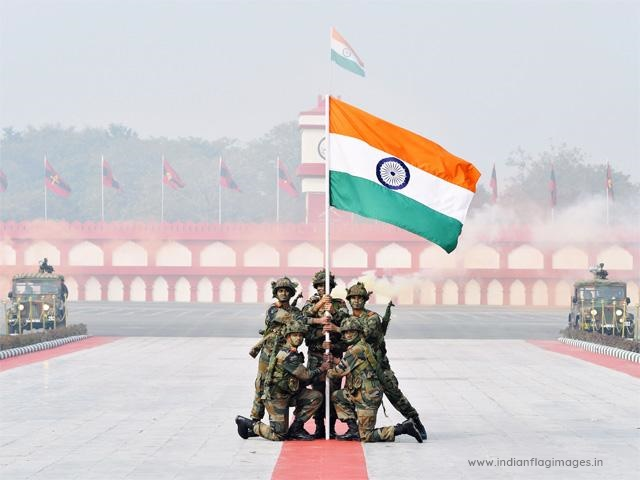 soliders-holding-indian-flag-images-photos-hd-wallpaper