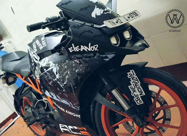A Wrap Batman Edition KTM Duke 200