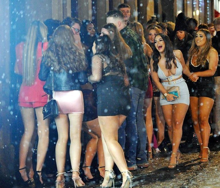 drunk-british-girls-new-years-pictures