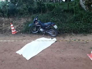 EM IBIAPINA-CE: MOTOCICLISTA MORRE AO COLIDIR COM UMA ÁRVORE
