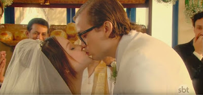 Mirela (Larissa Manoela) beija Vinicius (Vincenzo Richy) em As Aventuras de Poliana