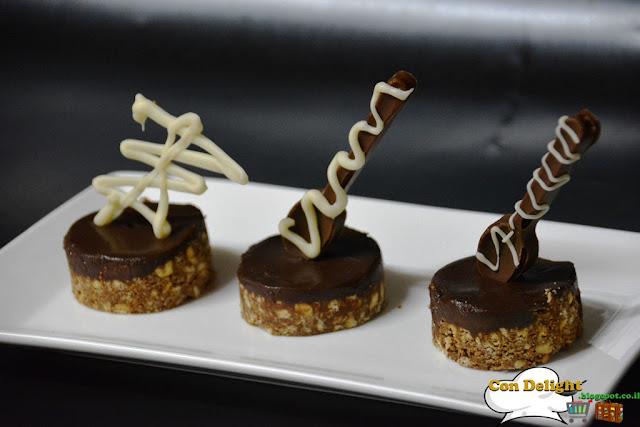 קינוח ביס אינדיבידואלי Individual bite-size dessert