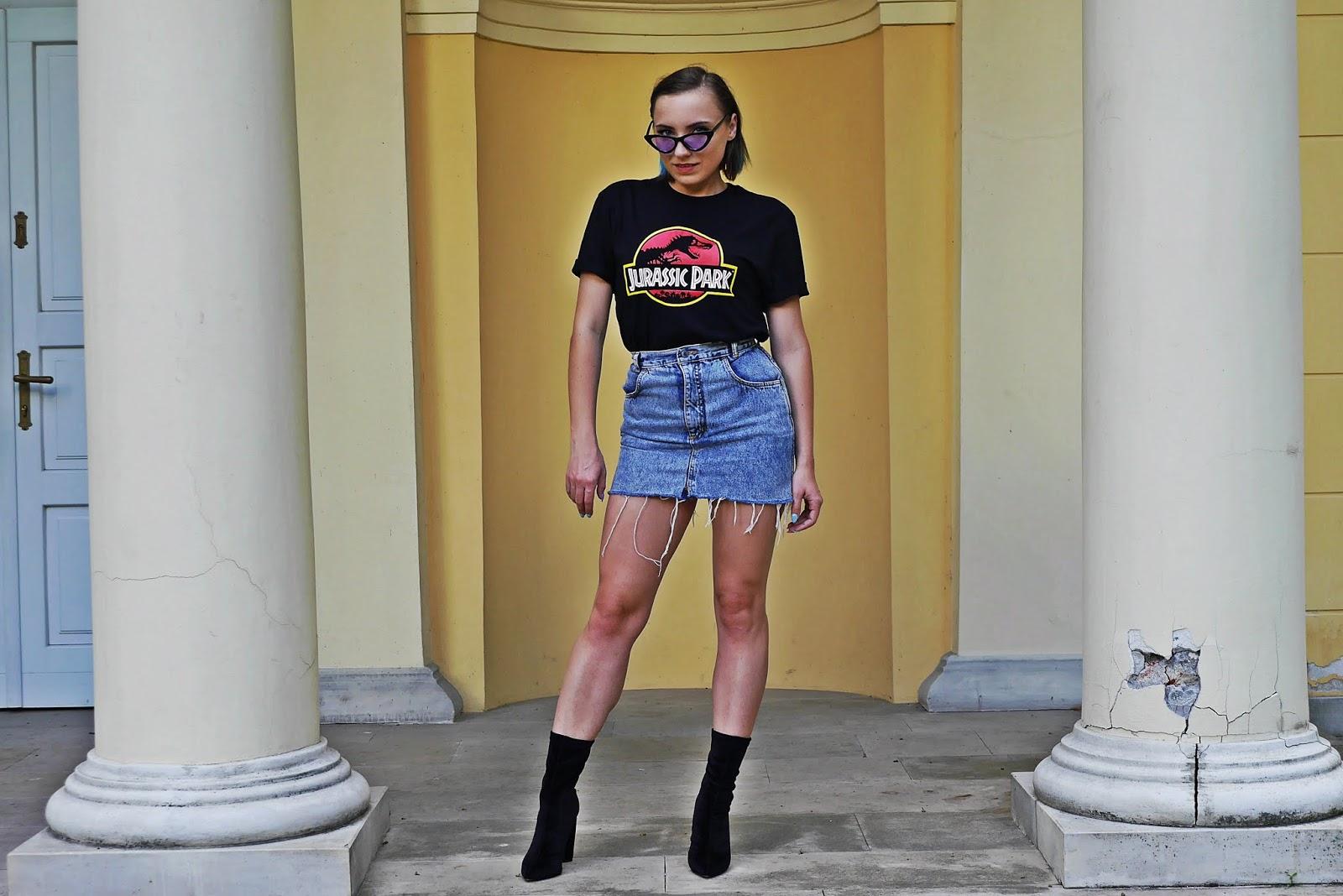2_jurassic_park_t-hirt_spodnica_jeans_botki_skarpetki_renee_karyn_blog_modowy_080718