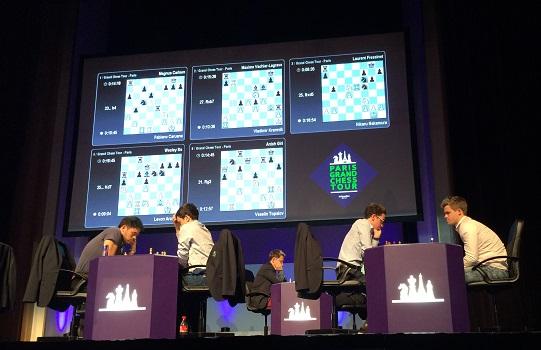 Une vue de la scène avec les 5 parties d'échecs en cours - Photo © Chess & Strategy