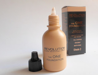 The One Foundation Makeup Revolution: Aligerando bases.
