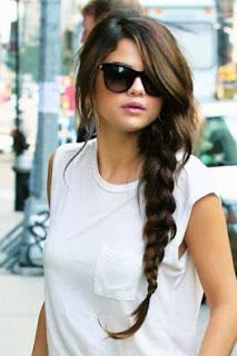 Model Rambut Kepang Ala Selena Gomez