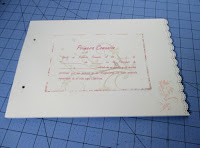 Decoración pegada a las hojas del libro de firmas