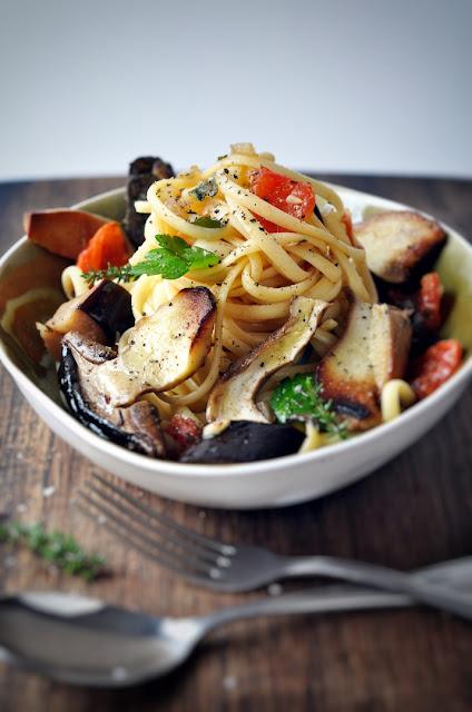 Pasta mit Pilzen und Aubergine.