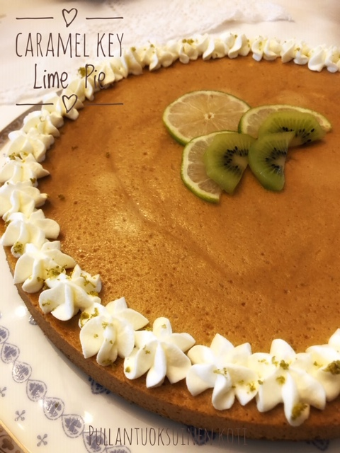 #limettipiiras #keylimepie #kondensoitumaito #leivonnainen #digestivepohja #caramel #baking #cake #limecake #lime #recipe