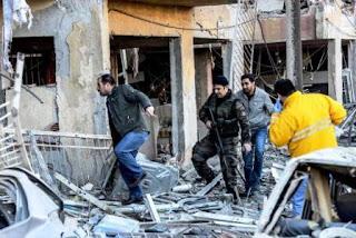 Las autoridades aún no dieron cifras precisas sobre las consecuencias del estallido de un coche bomba. Se produjo horas después de que las autoridades detuvieran a 11 legisladores prokurdos dentro de investigaciones antiterroristas. El Gobierno culpa a los rebeldes del Partido de los Trabajadores del Kurdistán