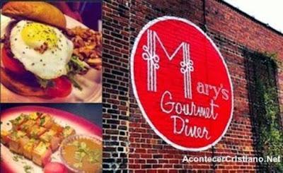 Restaurante hace descuento a clientes por orar