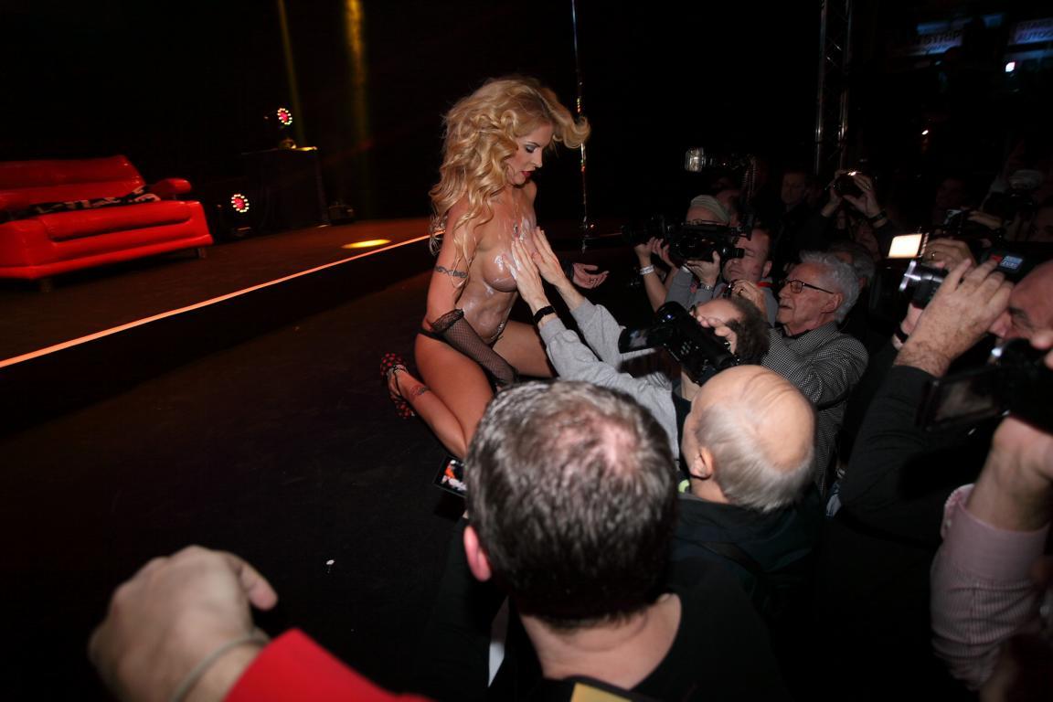 Biggi at erotic show