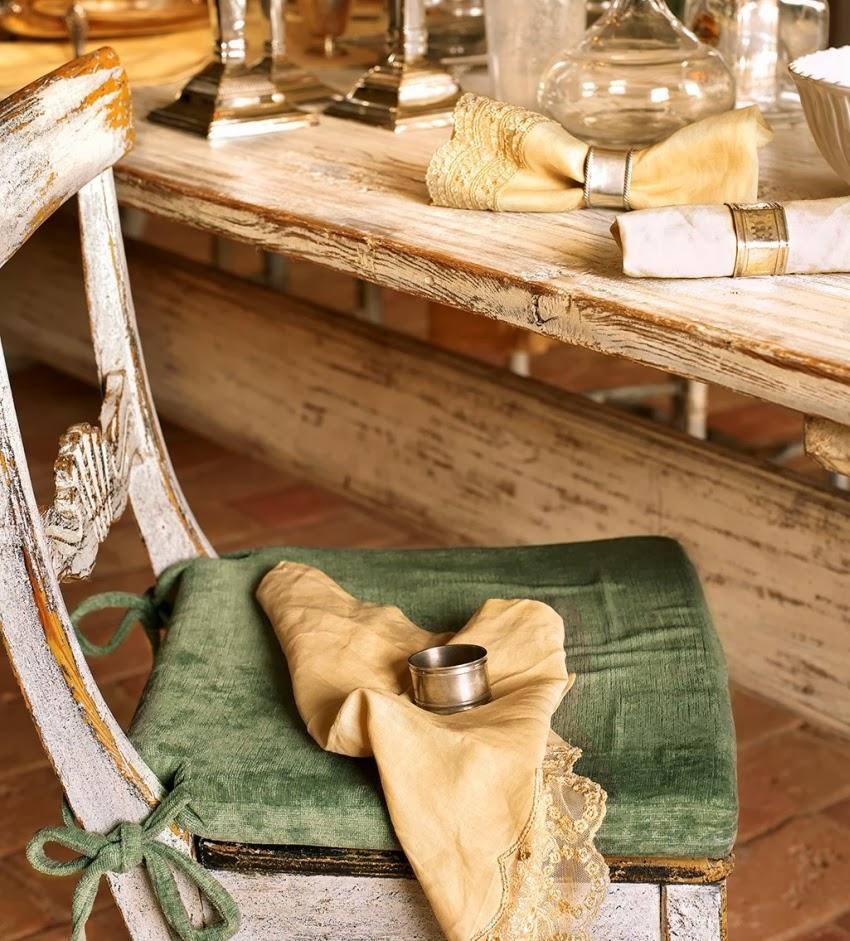 Hiszpański dworek z kamiennymi ścianami, wystrój wnętrz, wnętrza, urządzanie domu, dekoracje wnętrz, aranżacja wnętrz, inspiracje wnętrz,interior design , dom i wnętrze, aranżacja mieszkania, modne wnętrza, styl klasyczny, styl rustykalny, styl francuski, jadalnia, stare krzesło